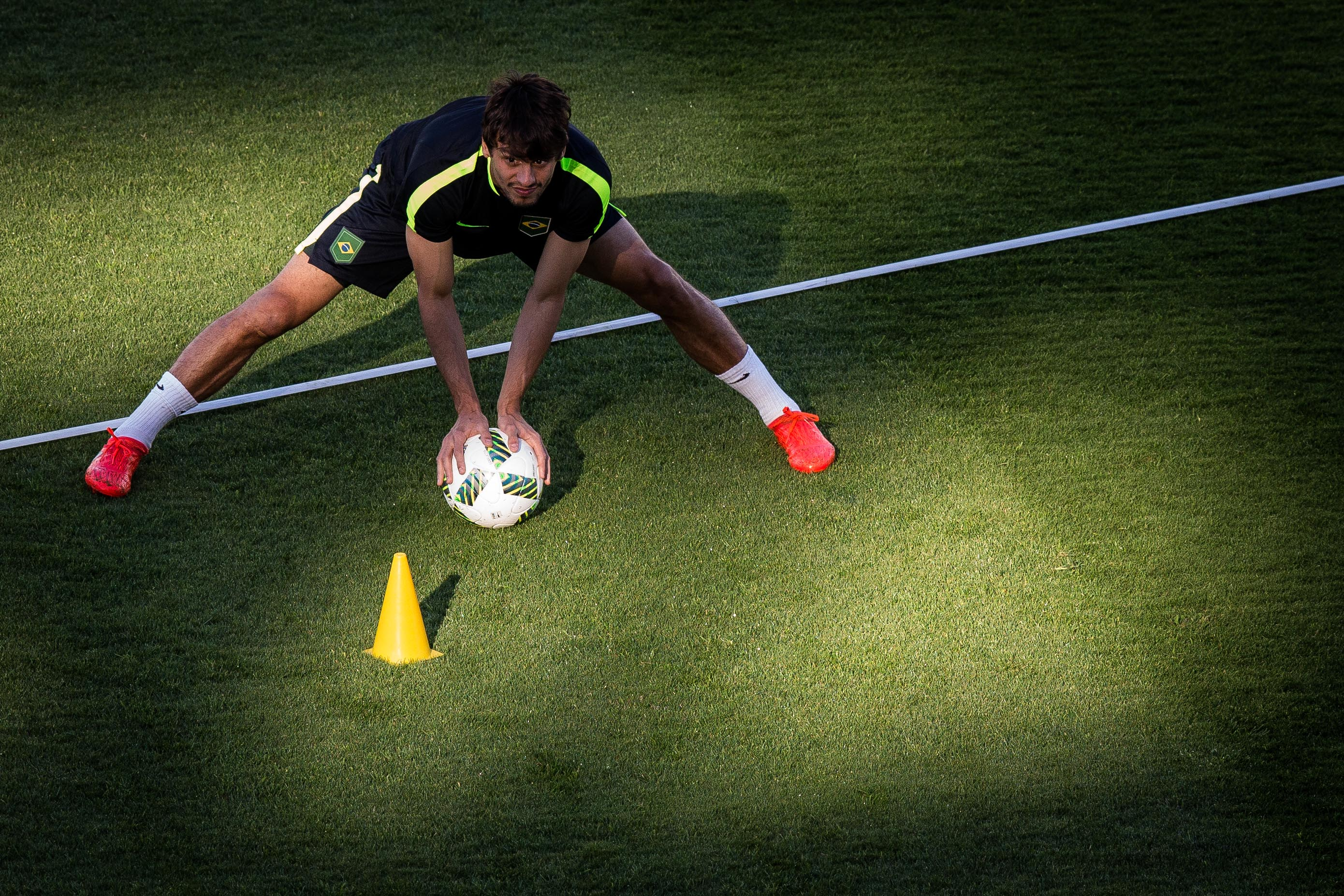 Rodrigo Caio em treino da seleção olímpica (Crédito: Eduardo Anizelli/Folhapress)