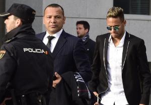 Neymar e seu pai (Crédito: Javier Sorano/AFP)