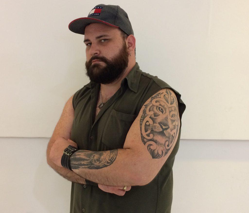 Cantor Todo Tatuado Brasileiro após desilusão com noiva, terapeuta ganha 35k e vira símbolo