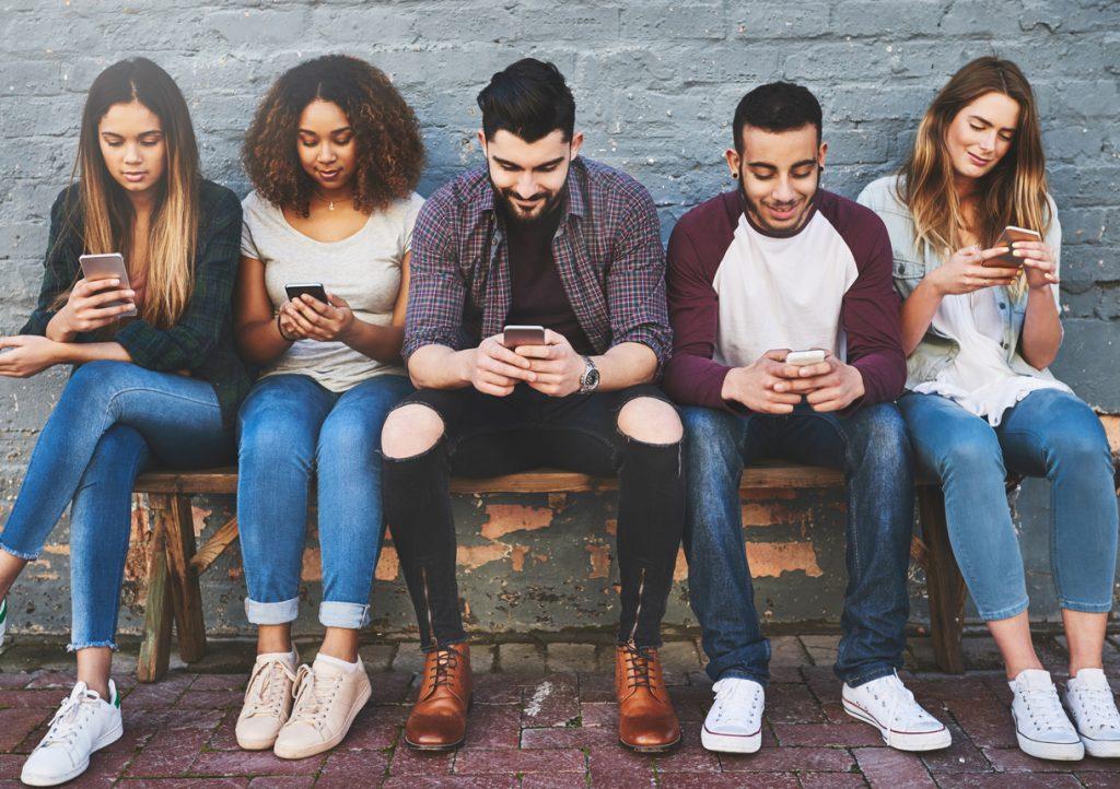 Adultos dormindo na fila pelo iPhone X  como eles cresceram e ... 78c4a38916951