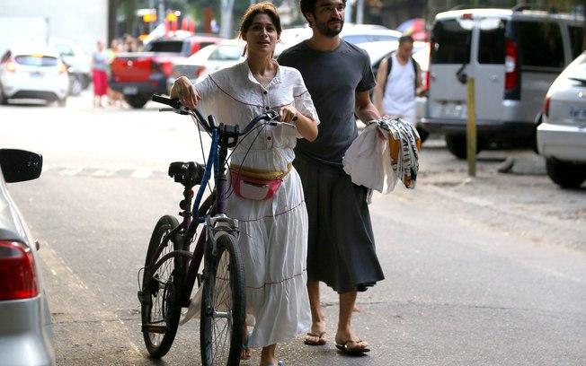 9e47d010ef Caio Blat de saia  como a masculinidade do homem brasileiro é frágil ...