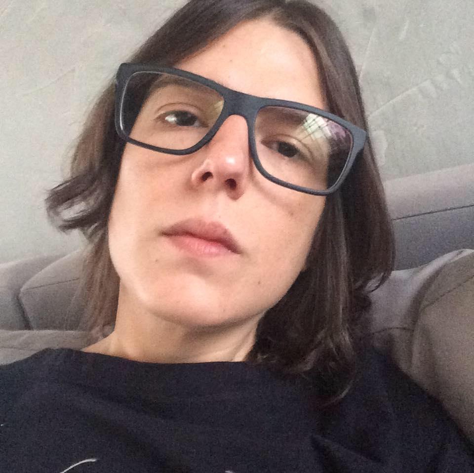 A psicanalista Camila Kfouri, que mora sozinha em São Paulo