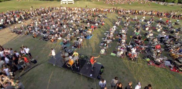 Vídeo de fim de ano | Campanha da Globo copia homenagem feita ao Foo Fighters