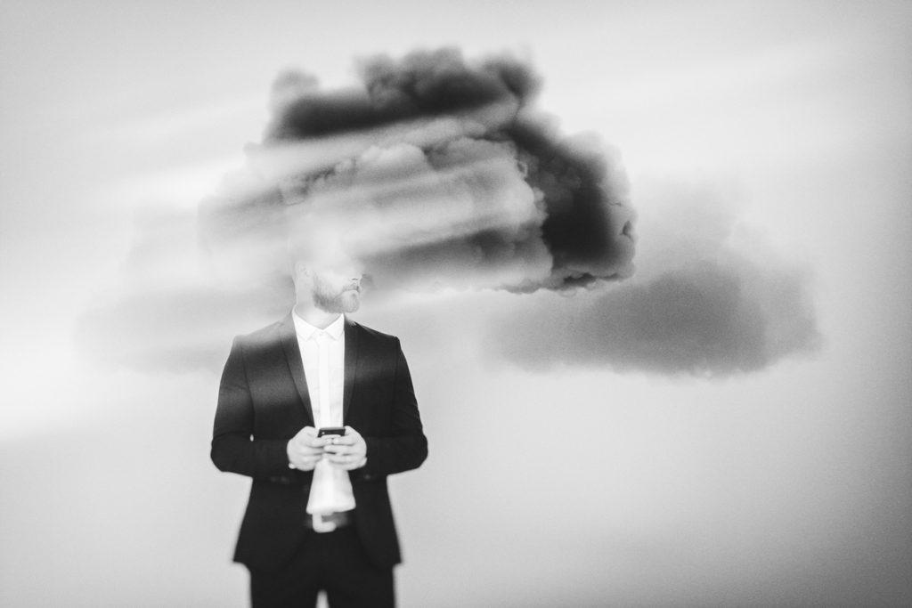 Atenção plena ajuda a perceber pensamentos negativos e não se deixar levar  - UOL VivaBem