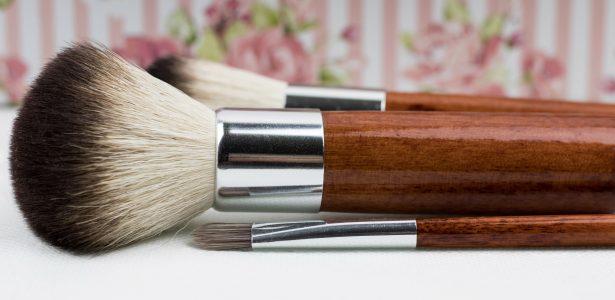 deb35c27f7044 Pincel de maquiagem  4 formas diferentes de limpar - Tudo Beleza - UOL