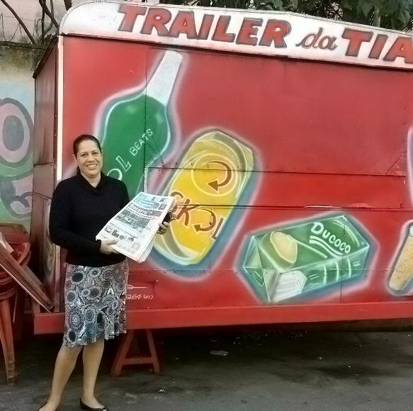"""Na foto, Thelma Santos de Oliveira Assis, 44 anos, micro empresária, mais conhecida como """"Tia do Trailer ou do Lanche""""."""