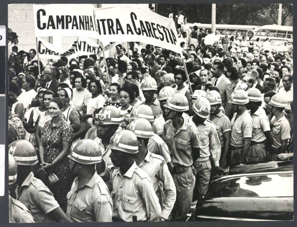 Registro de manifestação do Movimento Custo de Vida (MCV), durante a ditadura civil-militar, organizado por mulheres (Foto: Reprodução Facebook)