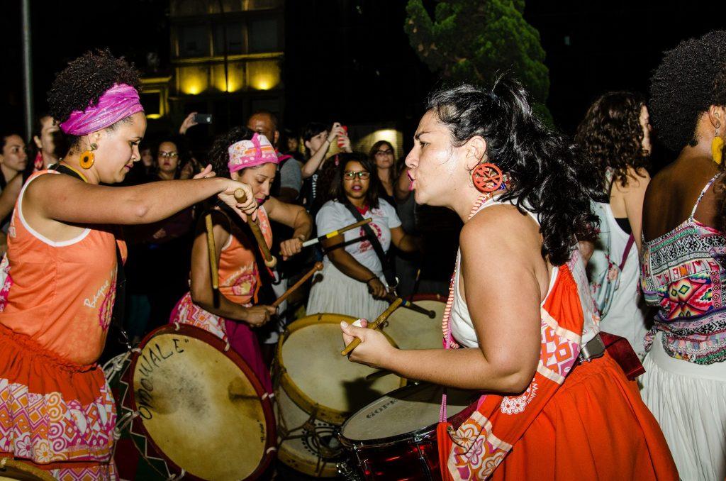 Roberta à frente do Baque Mulher (Foto: Divulgação)