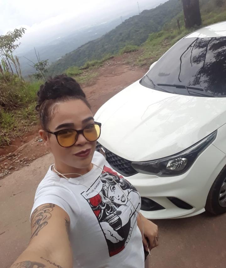 Tatiana recebeu das empresas milionárias mensagens com orientações para trabalhar no carro.