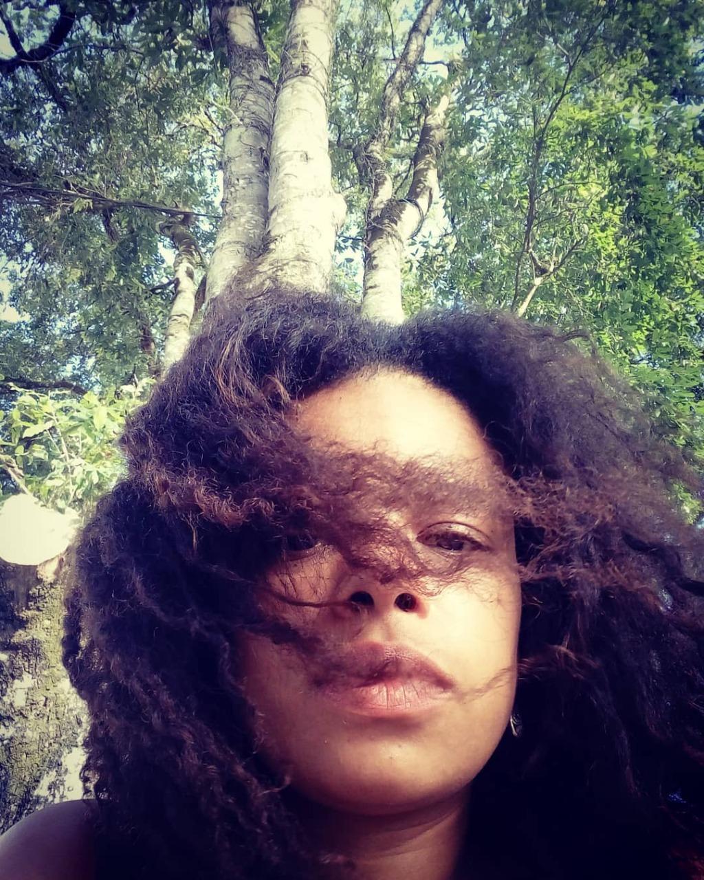 Andressa Prazeres, de 32 anos, é editora de livros na