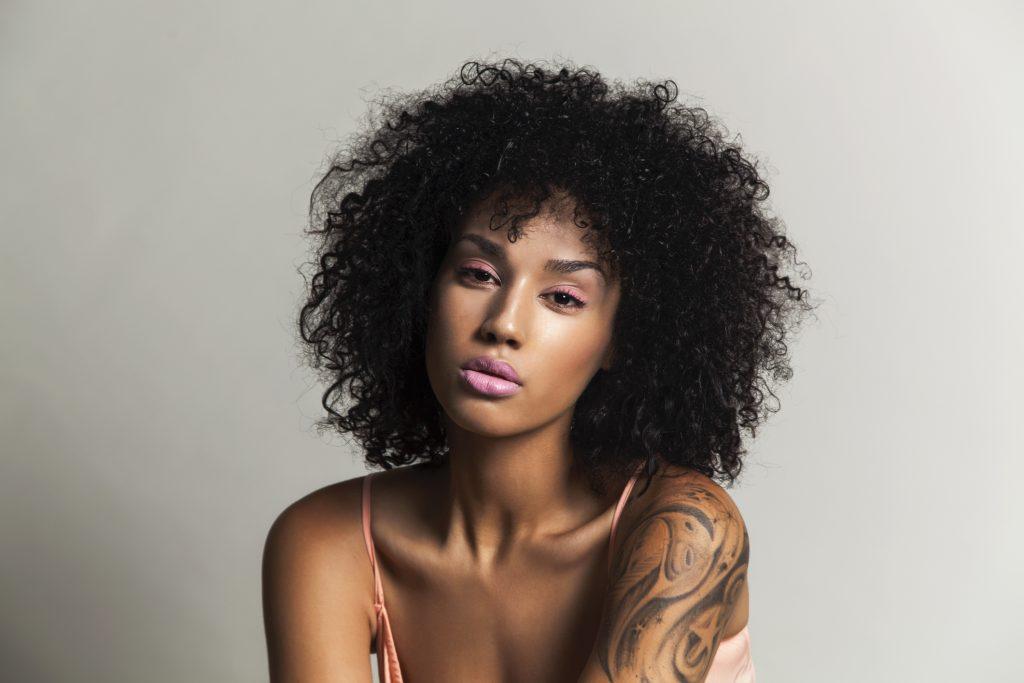 Tatuagem Em Pele Negra Cores Cuidados E Mais Dicas Para