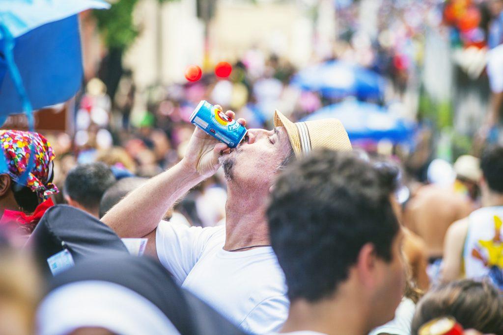 carnaval beba com moderação