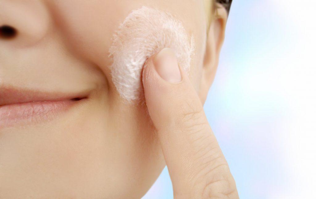 A acne é uma doença de origem multifatorial, podendo surgir devido a um  componente hereditário hormonal, uma hipersecreção das glândulas sebáceas,  ... 33b0a7511d