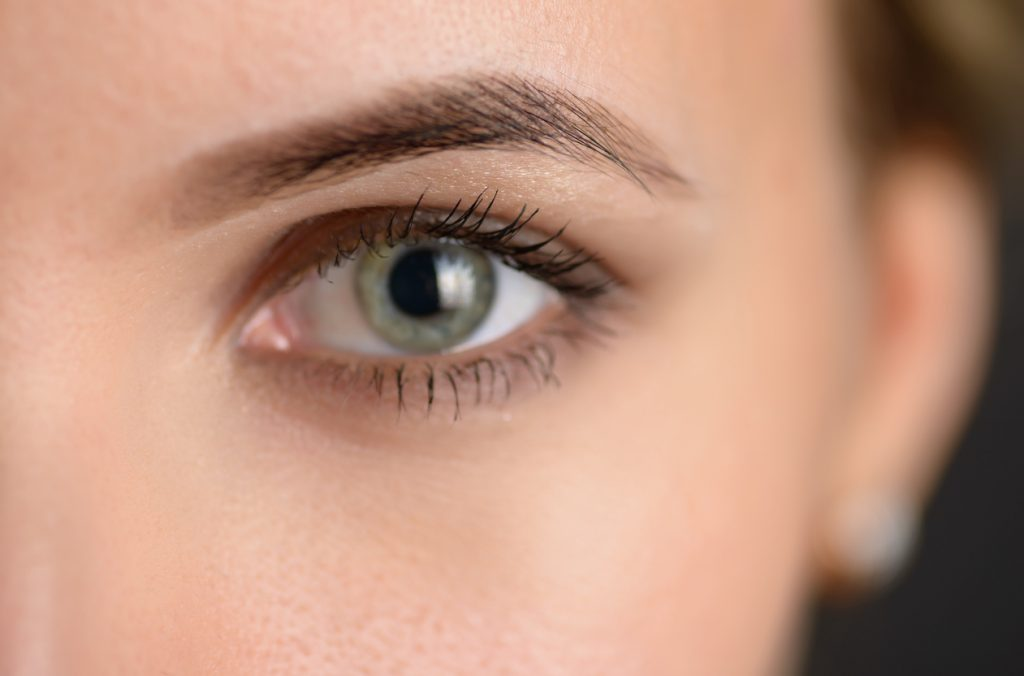 Reduzir cirurgia inchaço após a dos como redor ao olhos o