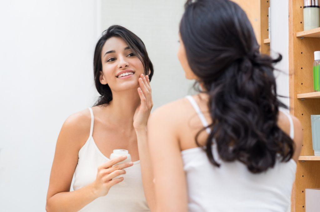 Seis dicas para cuidar da pele oleosa e evitar problemas como cravos e acne e0b5bc9b62