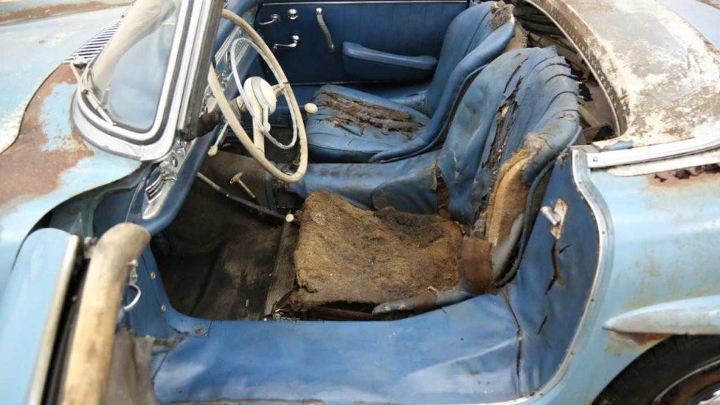 Enferrujado e com mofo nos bancos, Mercedes 300SL é vendido por US$ 800 mil Trashed-1961-mercedes-benz-300sl-sells-for-800-000-1-1024x576