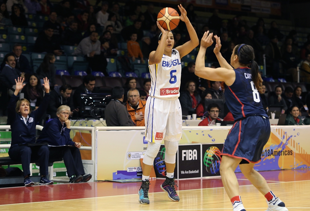 Brasileira sensação nos EUA diz  nova geração pode mudar basquete ... e76944cd870ef