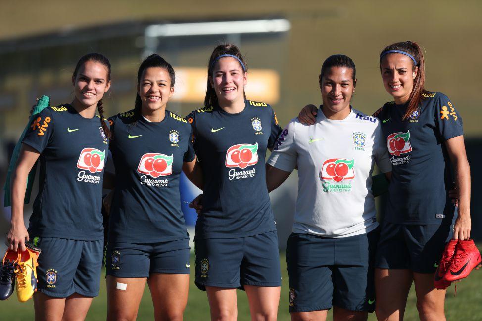 9192067c73 De jogadora a assistente técnica  a importância de Daniela Alves na Sub-20