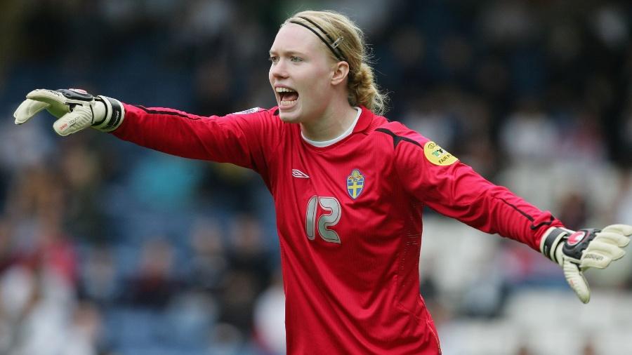 Goleira sueca diz que condições no futebol feminino podem e deve ser  melhores (Foto  Getty) 9ddc82442c005