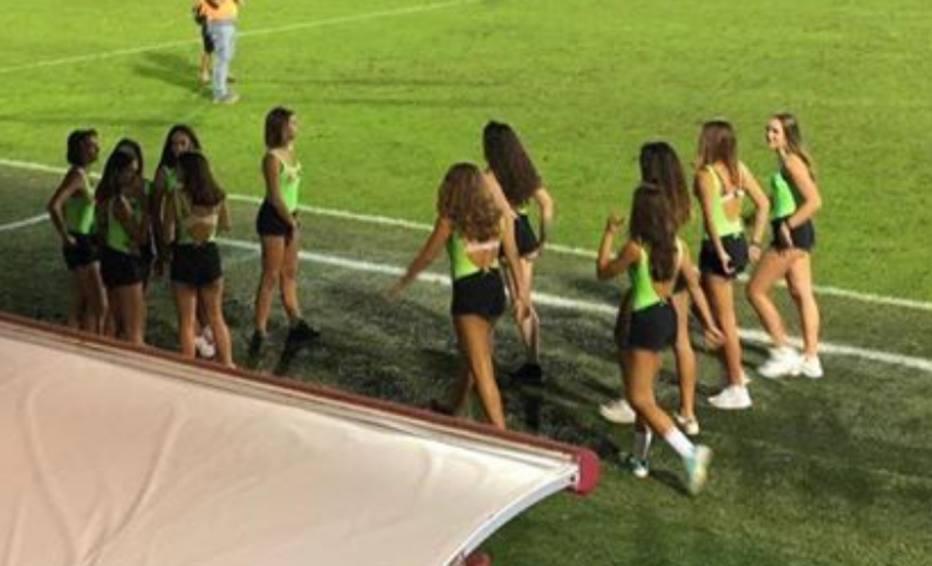 Time italiano sexualiza garotas no campo para  divulgar esporte feminino  8226433c5d955