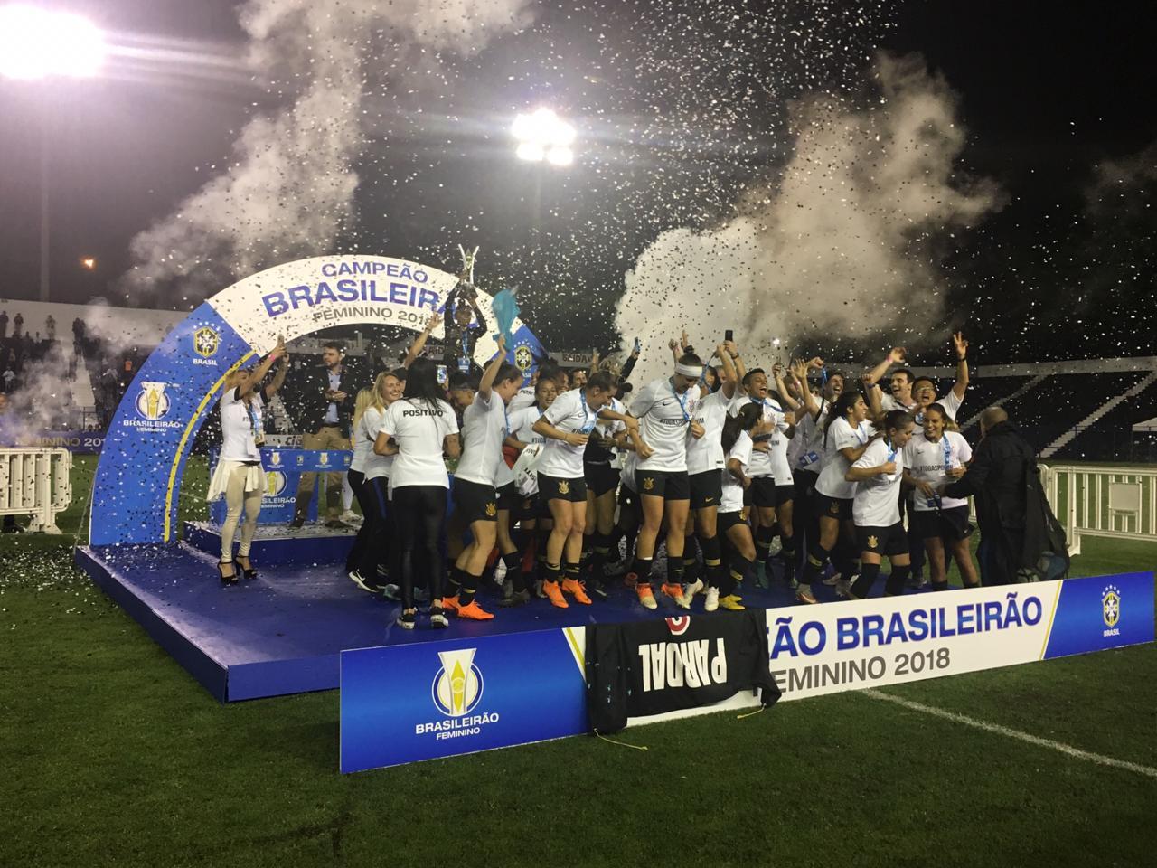 ... em todo o campeonato  o Corinthians terminou a temporada com a  conquista merecida do título inédito no Campeonato Brasileiro de Futebol  Feminino. 9cd4cef91b3f5