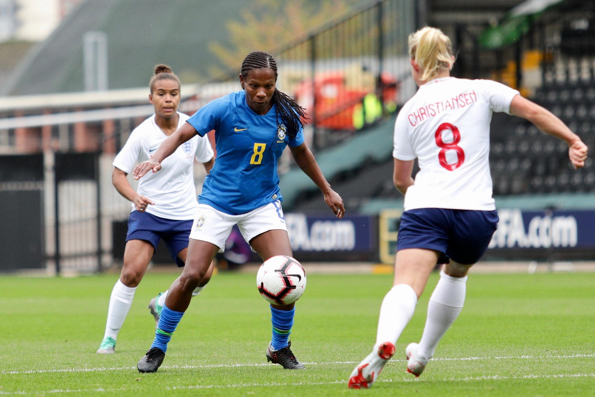 Brasil sai derrotado para Inglaterra em campo e também fora dele ... df172cd1dd106