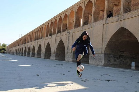 edd56ea6d De salto alto e hijab