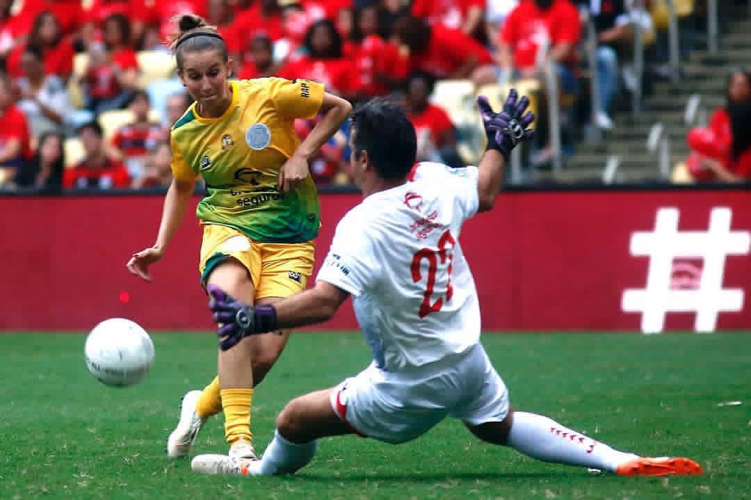 09c4305a4f Alê jogando no Maracanã – e até fazendo gol (Foto  Staff Images)