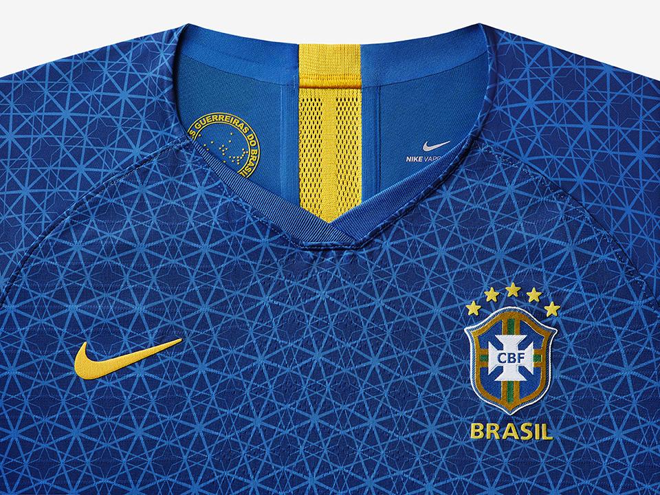 42b26ab77f A seleção brasileira de futebol feminino tem um novo uniforme. Pela  primeira vez na história