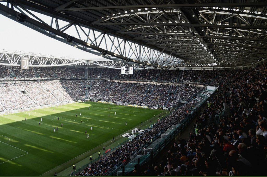 6fe02df06ef93 Futebol feminino lota estádio também na Itália com recorde para a ...