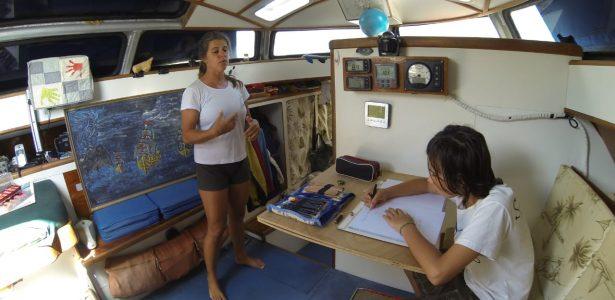 Educação em alto-mar | Casal cria escola para o filho no veleiro onde vivem