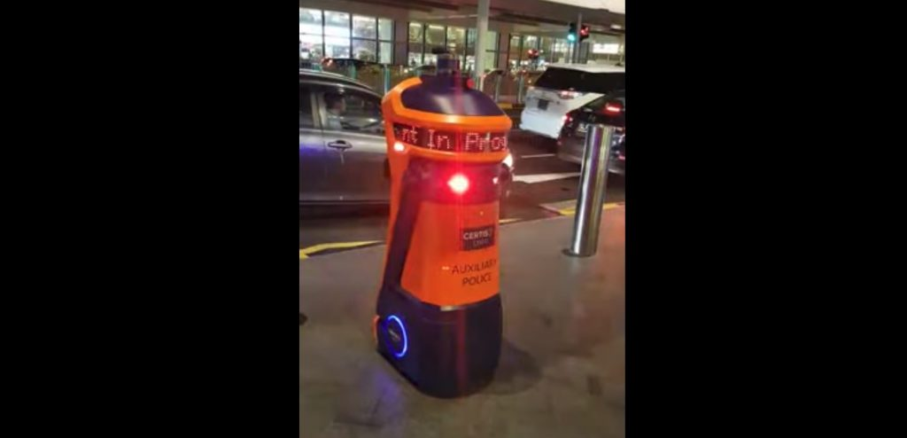 Robô no Singapura fiscaliza trânsito em aeroporto (Crédito: Reprodução)