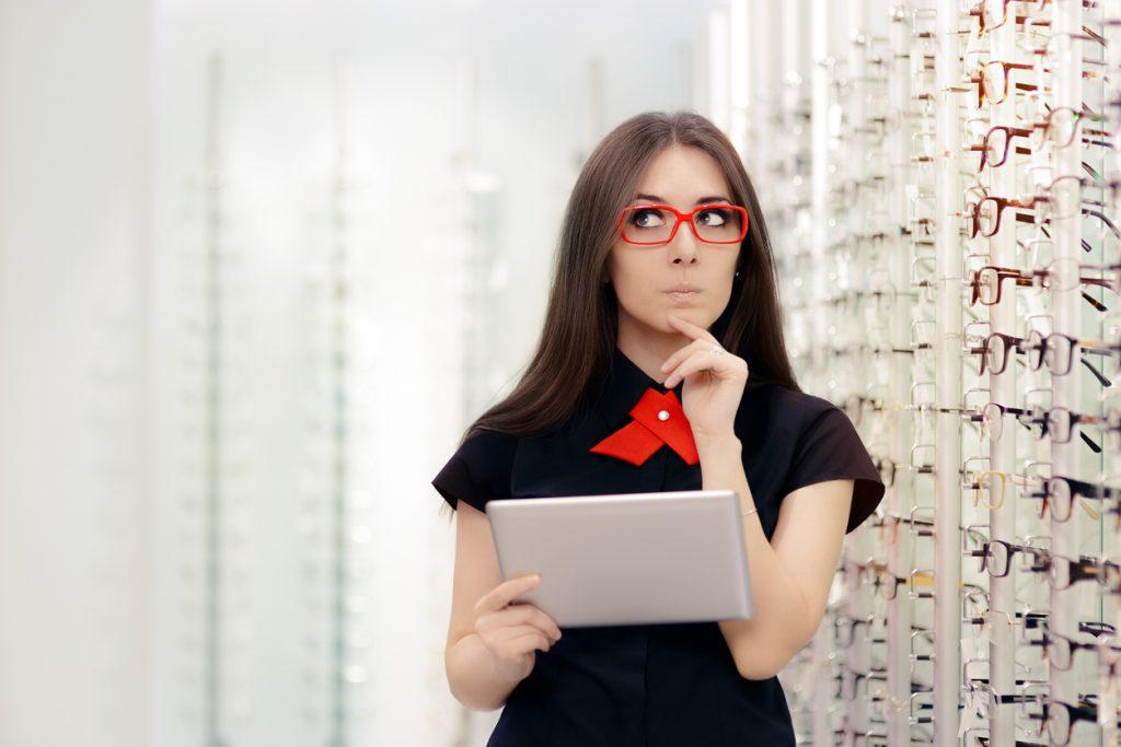 b33f852e5 Sua vista cansada merece uma injeção de estilo! Encontre os óculos ...