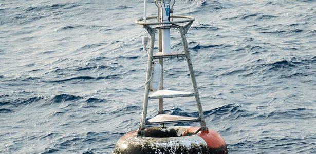 Ou quase isso | Boia no meio do mar é um dos lugares mais visitados do mundo