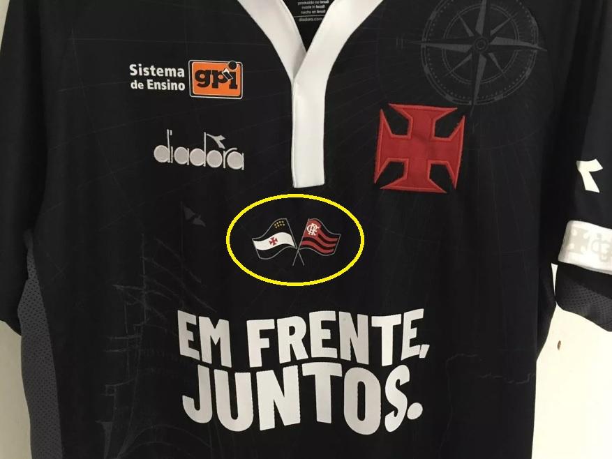 3a8207f509 Bandeira do Flamengo na camisa do Vasco é passo que muda imagem vascaína