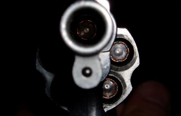 Bolsonaro, os mortos que saem no xixi e bala ao lado da cama, não a Bíblia Revolver