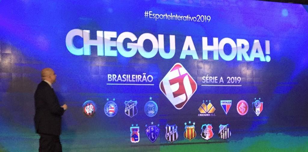 O Esporte Interativo esqueceu as duas estrelas referentes ao bicampeonato mundial no escudo do Santos