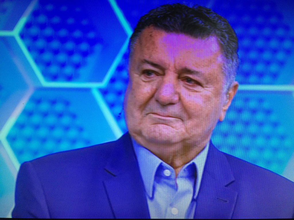a5fc789f84 Arnaldo e Galvão choram em homenagem a comentarista antes de jogo do Brasil