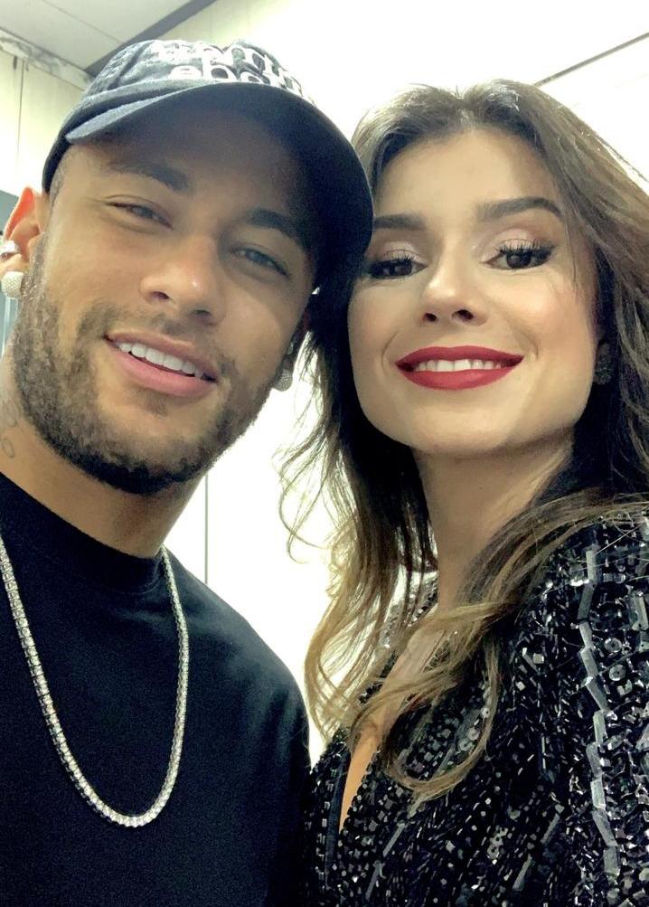 Chamado De Bradley Cooper Por Paula Fernandes  Neymar Vai A Show Da Cantora