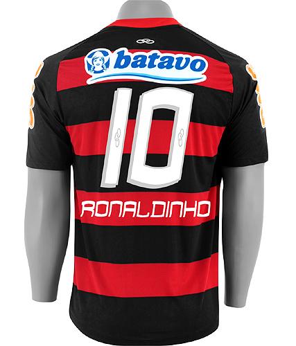 8ba6345d25 Horas depois de a diretoria do Flamengo oficializar a contratação de  Ronaldinho Gaúcho