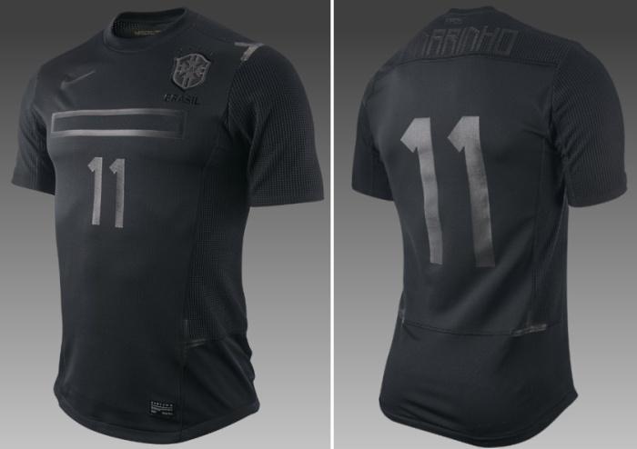 hacer los deberes heroína Enviar  Nike vende a polêmica e rejeitada camisa preta da seleção - UOL Esporte