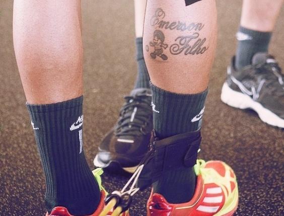 Emerson Sheik Homenageia Filho Com Tatuagem Na Panturrilha