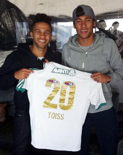 e14d0cb95c Neymar é presenteado com camisa de atacante  parça  do Palmeiras ...