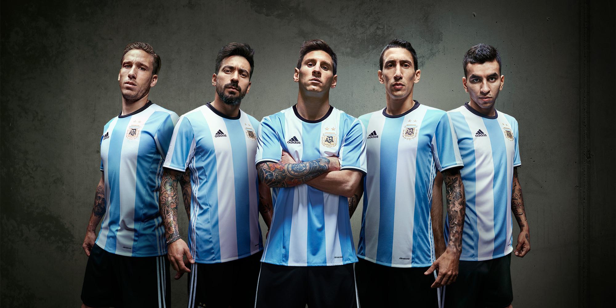 f0d461944b91c Os uniformes que a Argentina e o Uruguai vão vestir durante a Copa América  Centenário foram divulgados nesta semana. Anunciada oficialmente na  segunda-feira ...