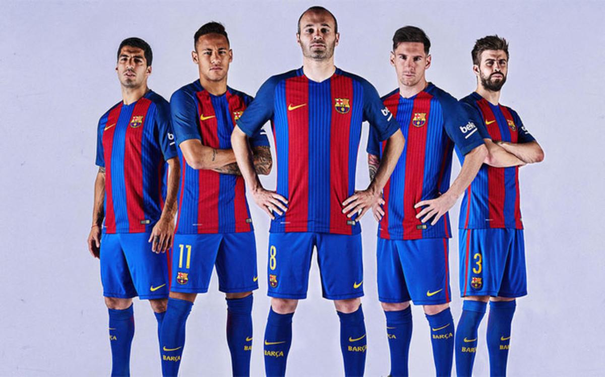 De volta à tradição  Barcelona apresenta uniformes para temporada ... 9eefebb8b468d