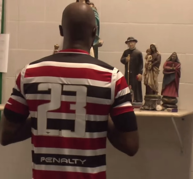 O Flamengo tem outro meia argentino atuando com um número pouco comum   Mancuello usa a camisa 23 para lembrar a vantagem do seu Independiente  sobre o Racing ... 054fbc68d8183
