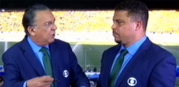 Ronaldo ao lado de Galvão Bueno durante transmissão da Globo. Foto: Reprodução