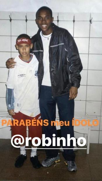 Neymar resgata foto antiga para dar parabéns ao