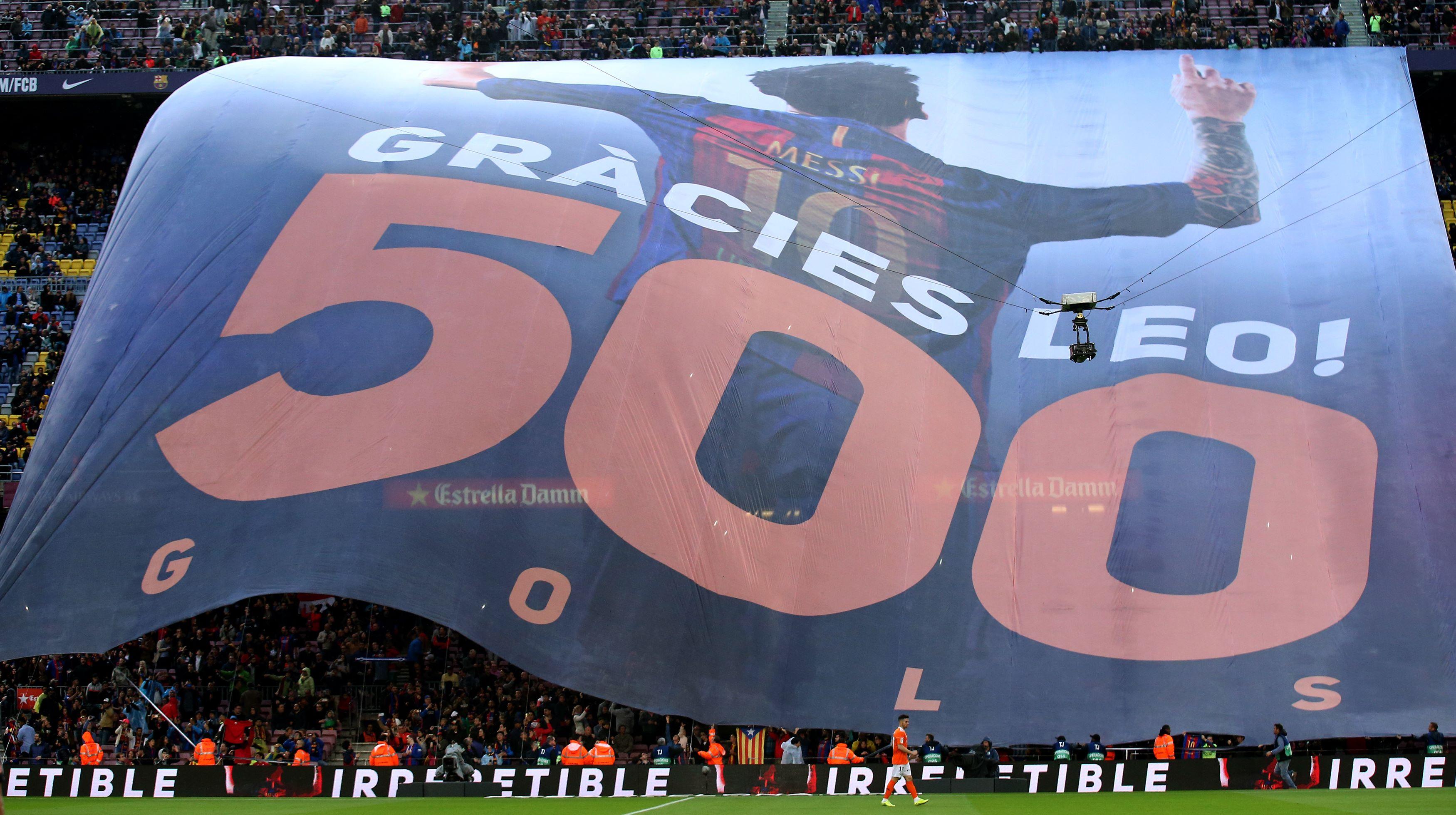 Torcida do Barça faz bandeirão para homenagear Messi pelos 500 gols pelo  clube e92dd9700169c