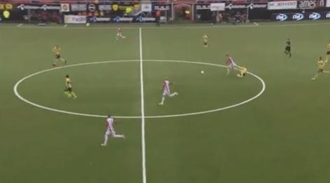 4a1ce3ec3f711 Espanhol comete falta esdrúxula para parar contra-ataque  assista -  20 06 2028 - UOL Esporte